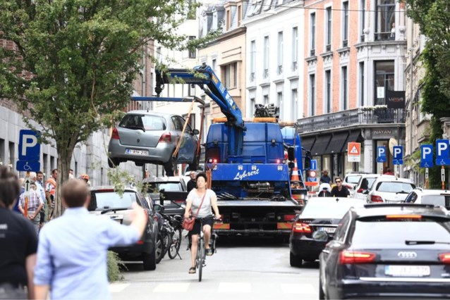 Weggesleepte auto wordt duurder in Gent: liefst 326 euro bovenop politieboete - Het Nieuwsblad