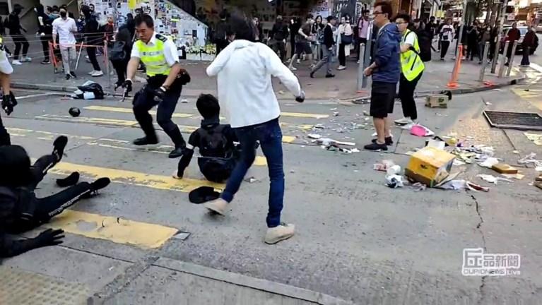 Live gestreamd op Facebook: Agent schiet betoger in de borst, protest in Hongkong dreigt opnieuw te escaleren