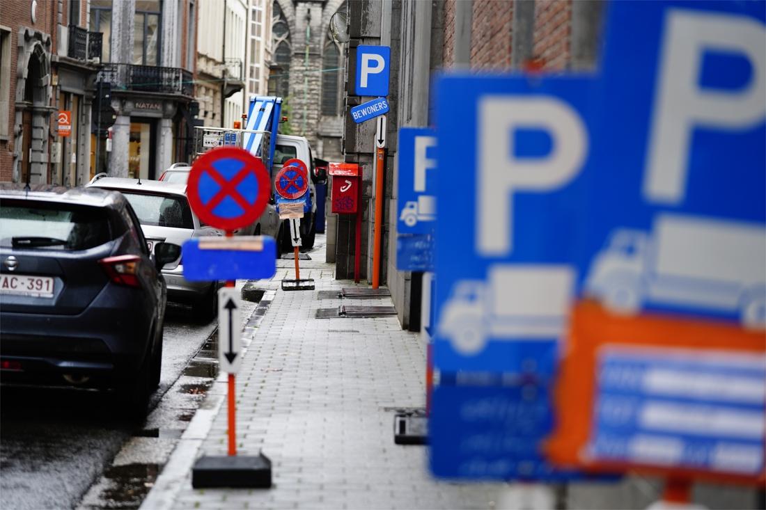 Gent voert belasting in op parkeerverboden voor werven: minstens 6 euro per dag - Het Nieuwsblad