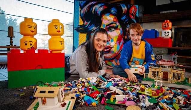 """Eerste 'Legotheek' opent voor kansarme gezinnen: """"Om te stoppen met piekeren, werkt Lego perfect"""""""