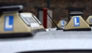 Bewust zonder rijbewijs: aantal uitgereikte rijbewijzen met 18 procent gedaald, vooral jongeren laten auto op stal