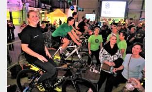 32 ploegen fietsen bijna 18.000 km op rollen voor Kom op tegen Kanker