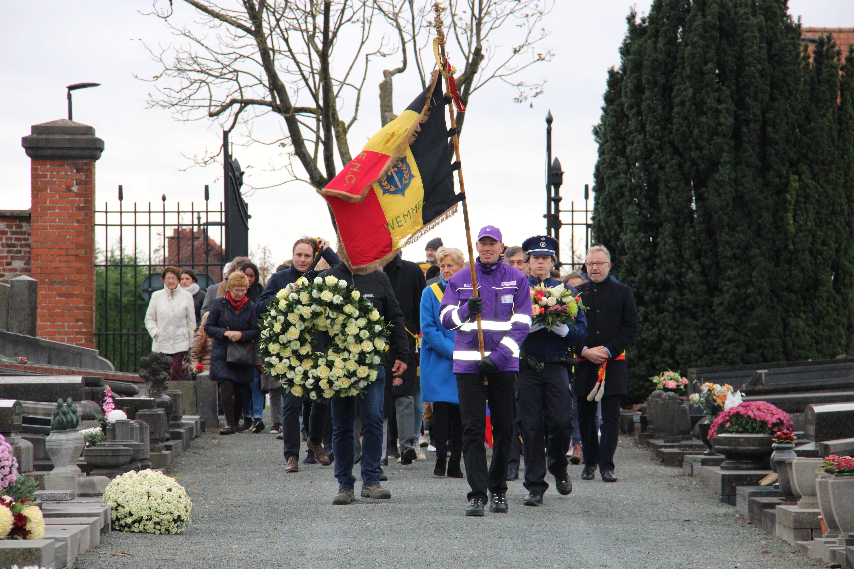 FOTO. Herdenking Wapenstilstand aan oorlogsmonument door gemeentebestuur en schoolkinderen
