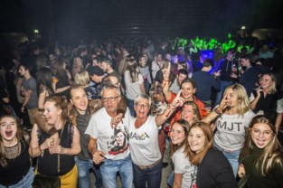 Uitverkochte TRAX-zaal feest als eerbetoon aan Emma Degryse