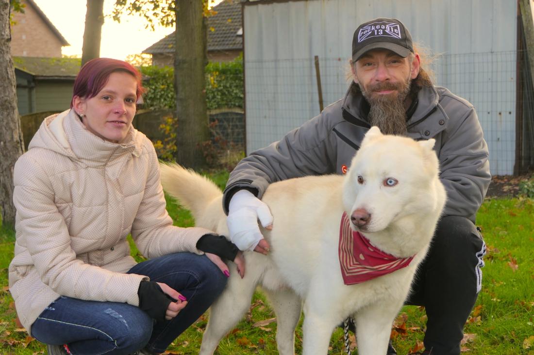 """Hond Bobby redt baasje Stijn (47) uit brand: """"Als hij mij niet had gewekt, was ik er niet meer"""""""