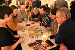 Samen spelletjes spelen op Nacht van het Bordspel