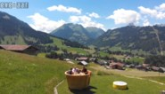 VIDEO. Eet eens IN een fonduepot!