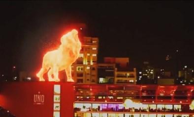 Argentijnse voetbalclub opent stadion met gigantisch hologram van vurige leeuw