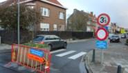 Hier neemt men wel heel drastische maatregelen om het sluipverkeer te weren uit de straat