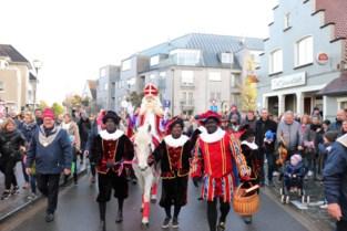 De Sint meert aan in Kortrijk en Kuurne