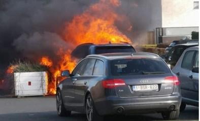 Elektrische wagen vat spontaan vuur op parking van school in Eppegem: vier wagens uitgebrand