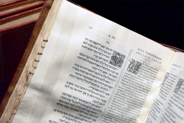Vader scheert negenjarig dochtertje kaal omdat ze bijbeltekst niet correct overschrijft