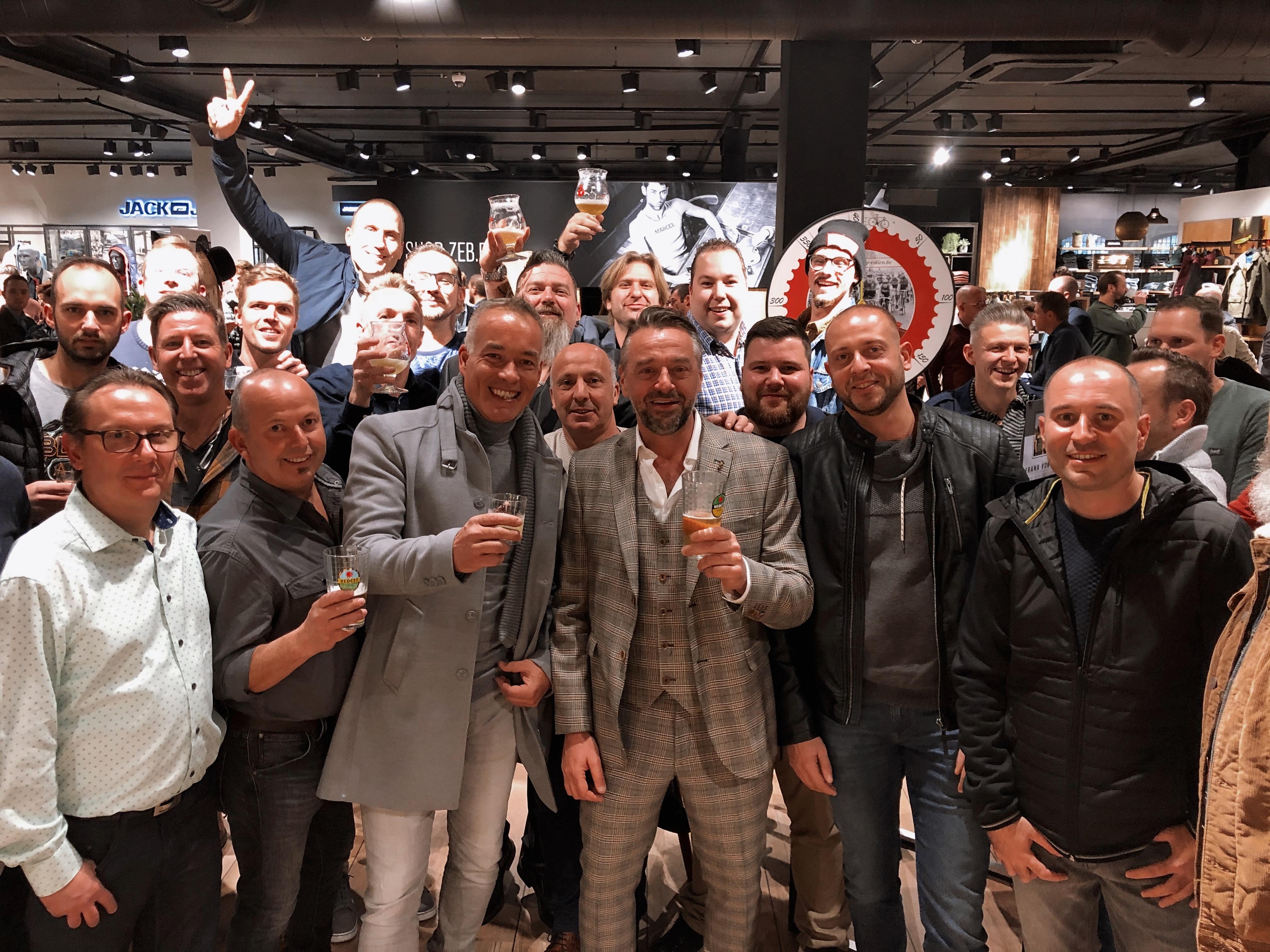 200 mannen vieren met 'Men's Night' verjaardag van Tom Waes in Zeb - Het Nieuwsblad
