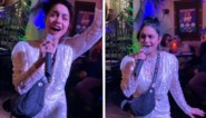 Dronken Vanessa Hudgens zingt hit uit 'High school musical' in karaokebar