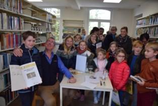 Nieuwe bib feestelijk geopend: laatste boek overgebracht en bezoek van Marcske en Lowie