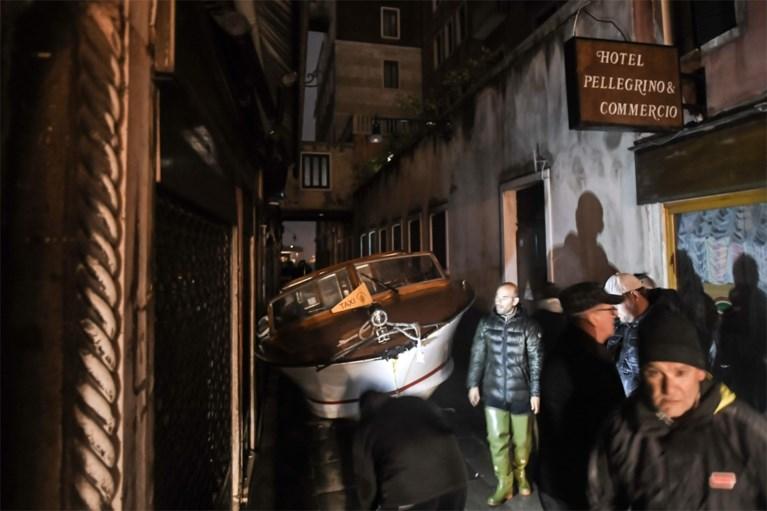 Venetië getroffen door zwaarste overstromingen in 53 jaar: man overleden, scholen blijven toe