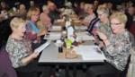 Honderdveertig senioren genieten van zangnamiddag met koffie en taart