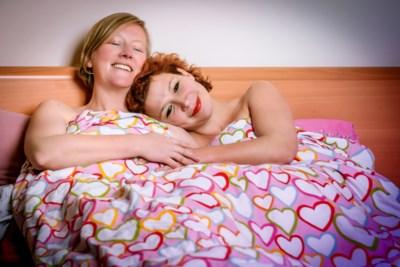 """De band tussen jeugdvriendinnen Veerle Malschaert (44) en Kathleen Van Cante (43): """"Eigenlijk zou de perfecte man voor mij jouw mannelijke versie zijn"""""""