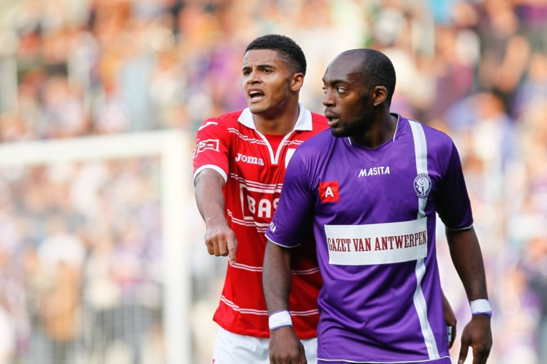 """Ex-voetballer Joachim Mununga getuigt over racisme in het Belgische voetbal: """"Clubs verplichtten me mijn tranen te verdringen"""""""