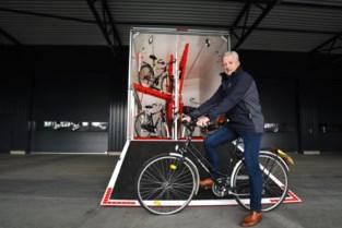 De Zigeuner plakte in 20 jaar 280.000 stickers langs Europese fietswegen