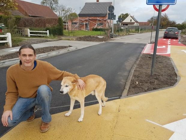 'Gegijzeld' na aanleg fietsoversteekplaats: Olivier kan eigen woning niet meer bereiken met de auto