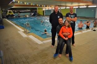 """Zwemclub zwemt 600 kilometer voor zieke Luna (11): """"Na twee baantjes moet ze aan de kant om op adem te komen"""""""