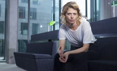"""Maaike Neuville (36) over haar heftige rol als onderdrukt jurylid in 'De twaalf': """"Achteraf pakten we elkaar vast: 'Het was maar om te spelen, hé'"""""""