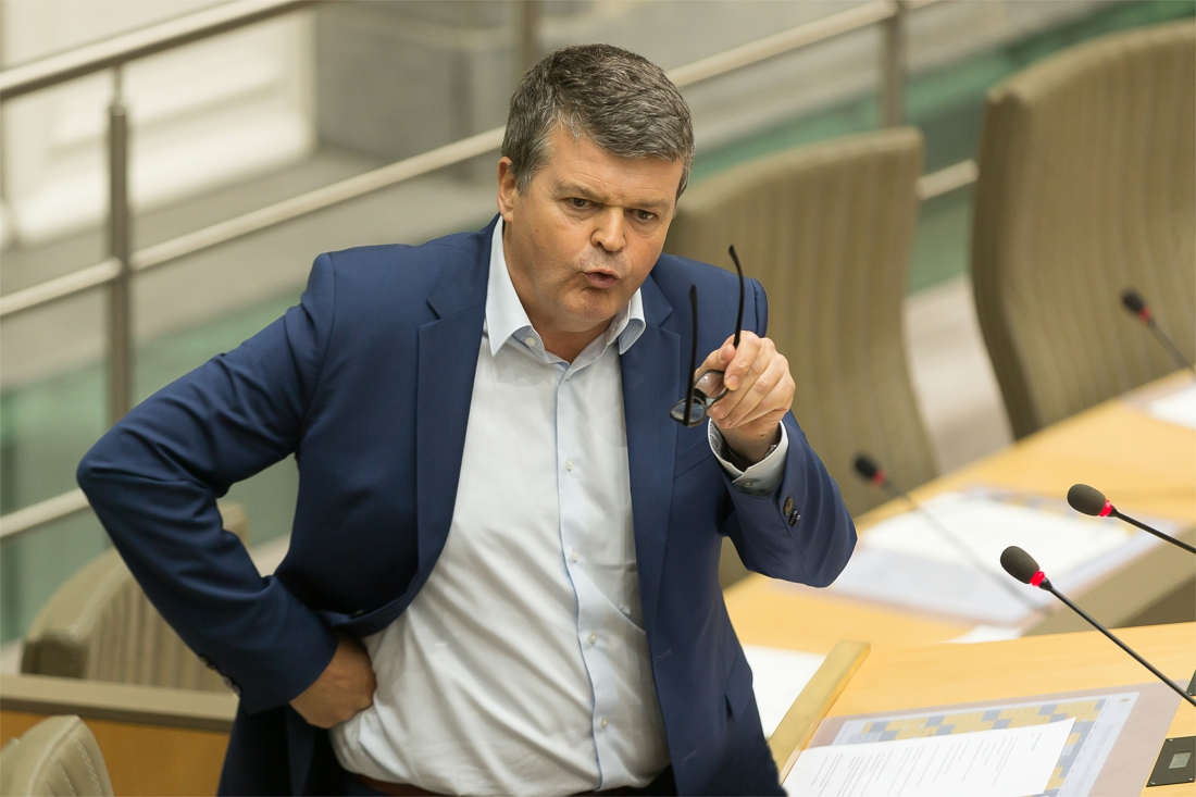 Brand asielcentrum Bilzen: man opgepakt voor bedreigingen tegen Somers na debat in Vlaams Parlement