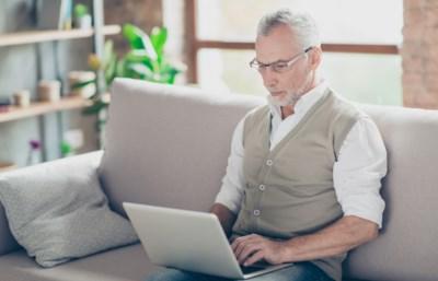 55 plus en ontslagen. Loont het om nieuw werk te zoeken, zelfs als het minder betaalt? En wat is het effect op je pensioen?