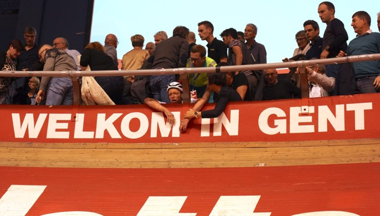 Opnieuw opschudding in het Kuipke: Belgische G-sporters belanden in het publiek na crash