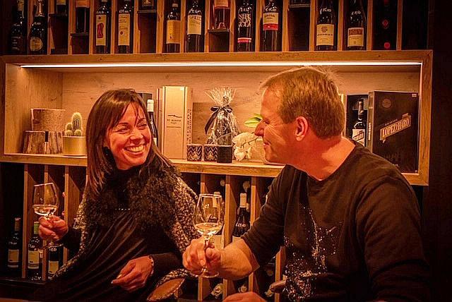 Annick en Benjamin van Créateur Culinair openen wijnshop en tapasbar