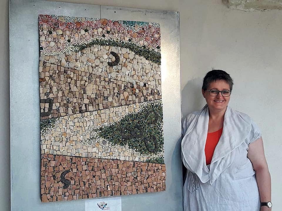 Mieke Ceusters is enige in Benelux die les geeft in de kunst van mozaïek