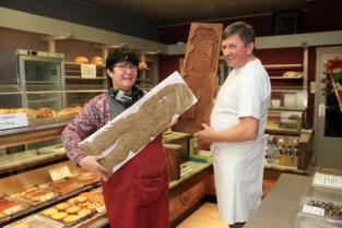 Bakker Guy maakt speculaas in houten vormen die minstens 200 jaar oud blijken te zijn