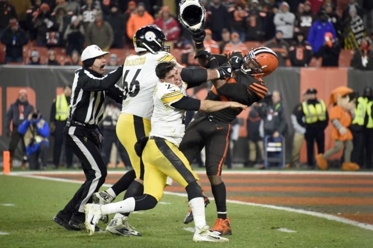 Gigantische schorsing voor NFL-speler die tegenstrever met helm slaat