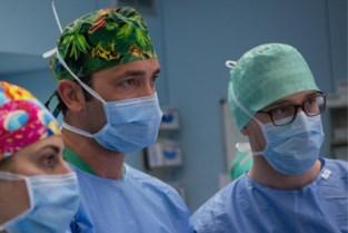 Mijlpaal: chirurg haalt voor 400ste keer tumor in lever weg met kijkoperatie