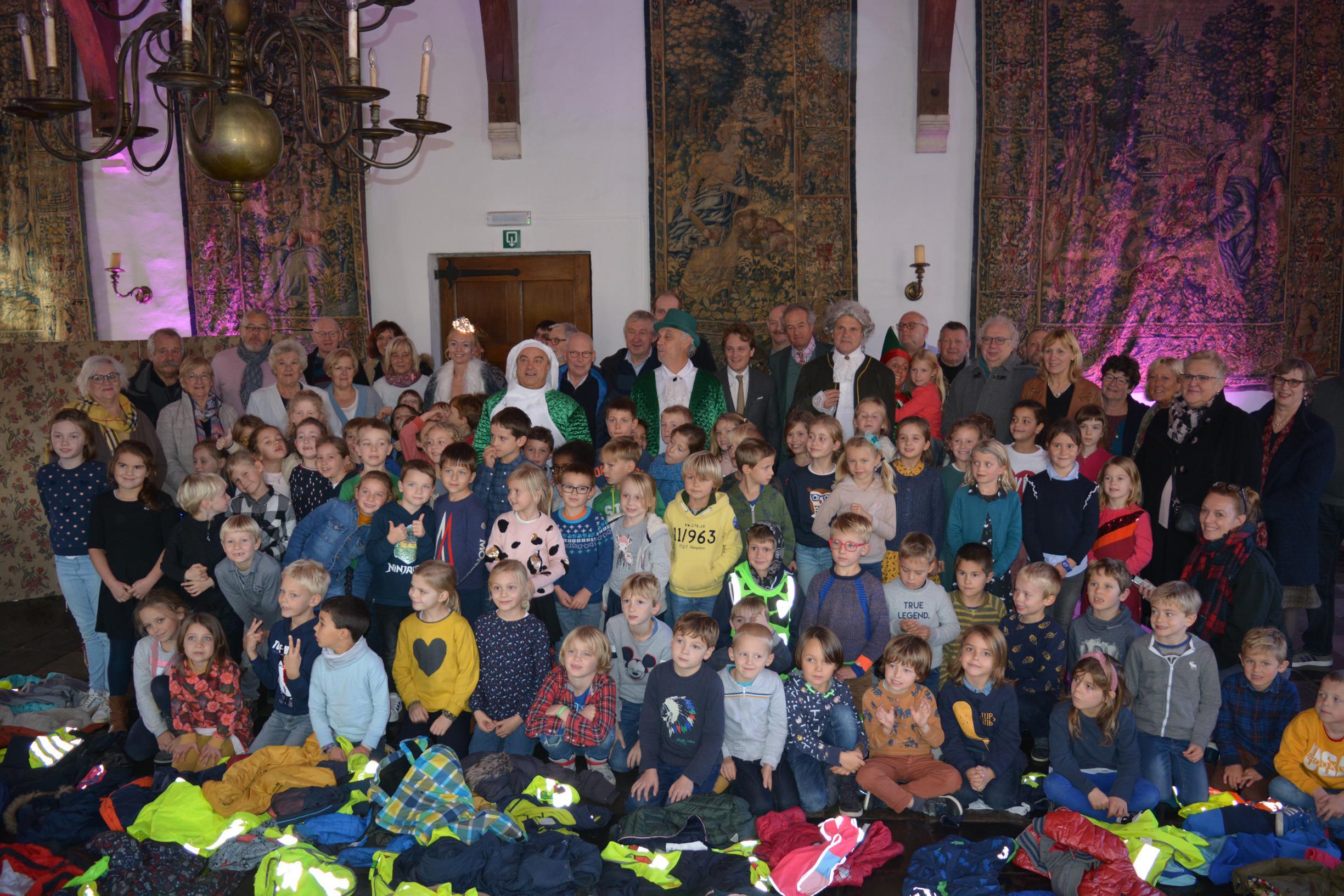 Groene kerstman probeert kerstfeest in kasteel in te palmen - Het Nieuwsblad