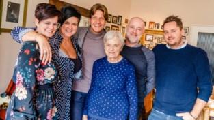 Günther Neefs verrast 'mammieke' Maria