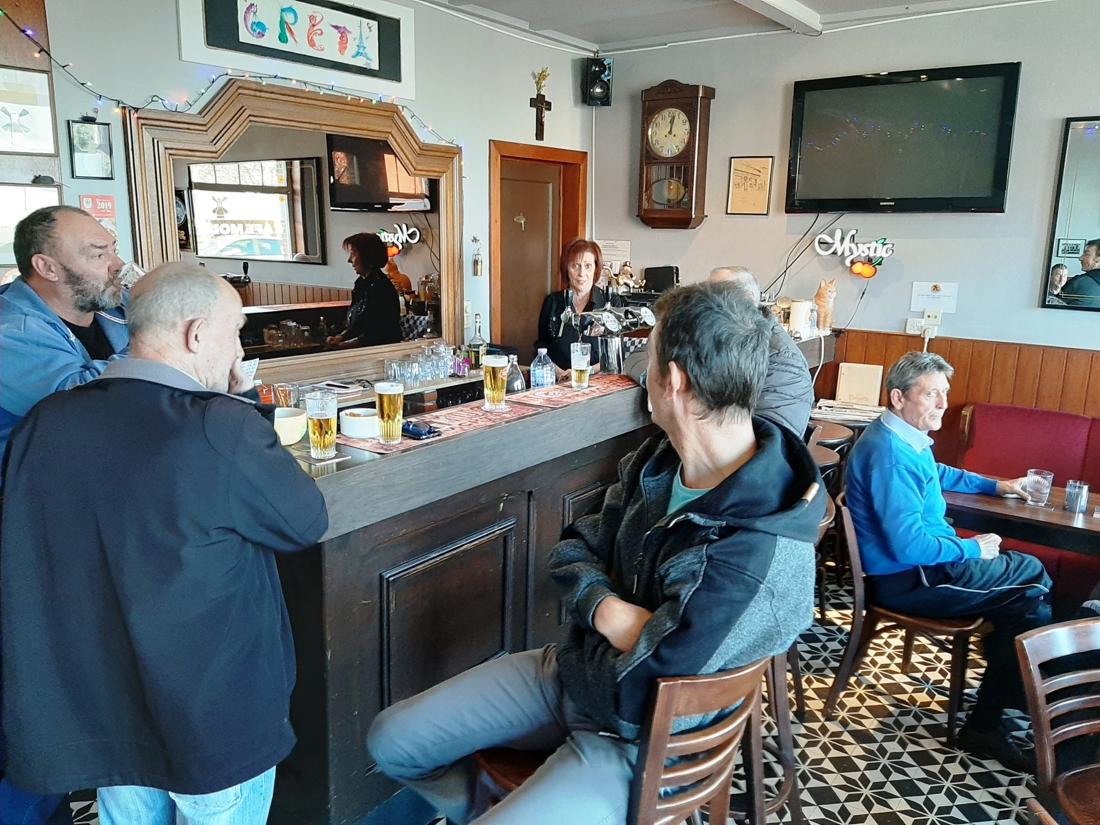 Dit café is zo populair dat barvrouw Greet een wielerploeg naar haar vernoemd kreeg - Het Nieuwsblad