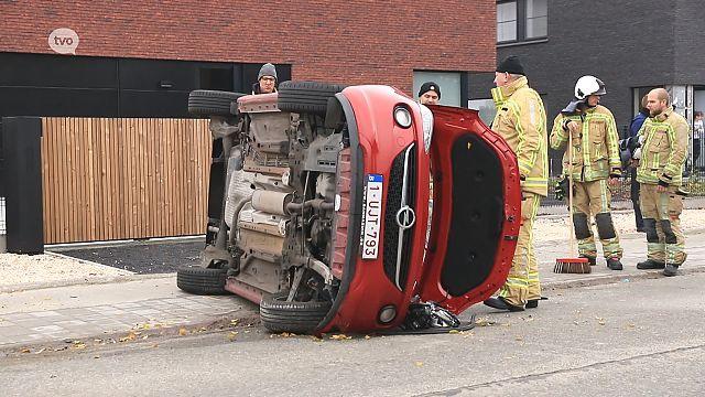 VIDEO. Auto over de kop in Hamme, bestuurster zwaargewond