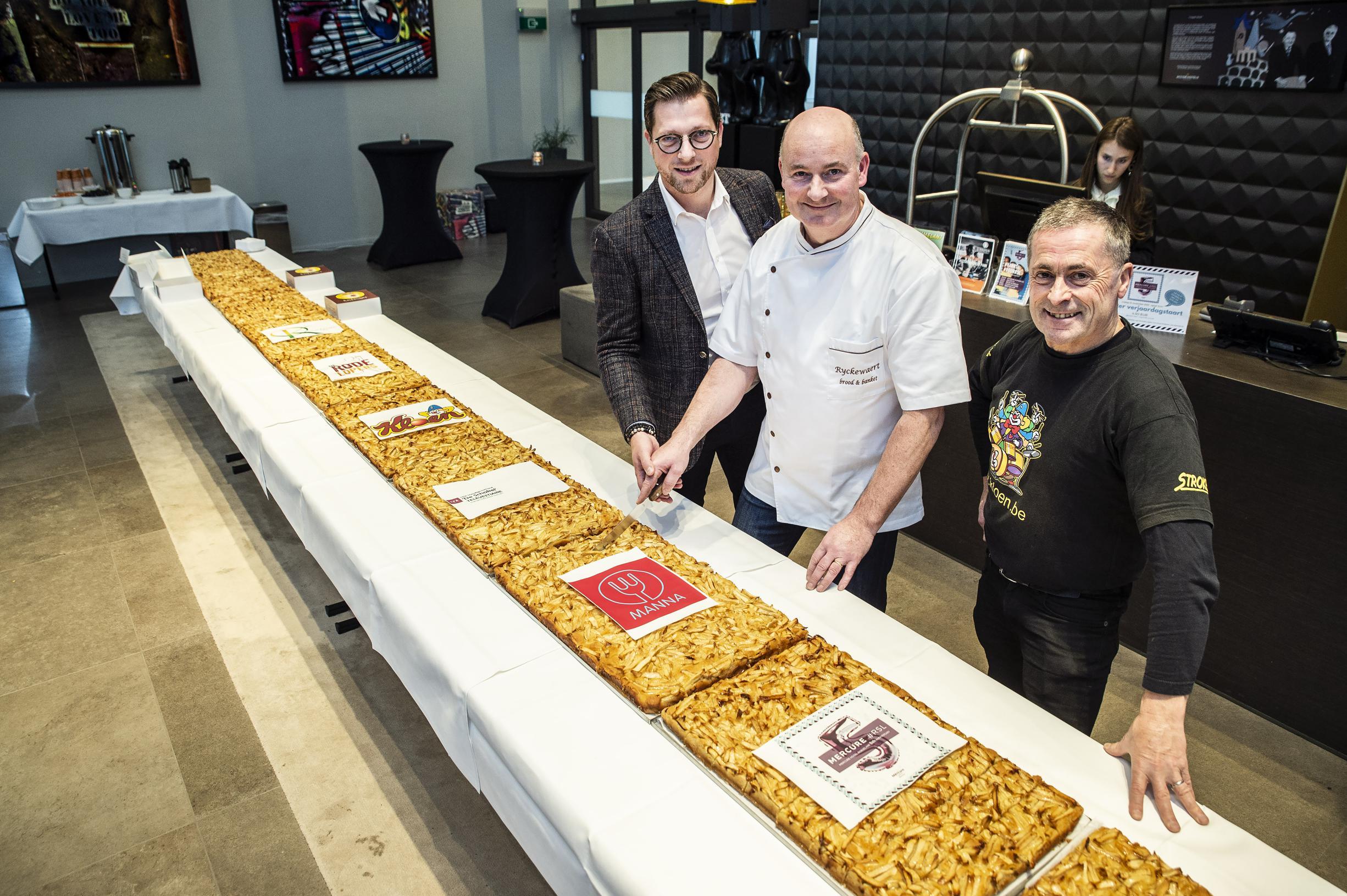 Hotel Mercure verkoopt vijf meter taart voor goede doelen - Het Nieuwsblad