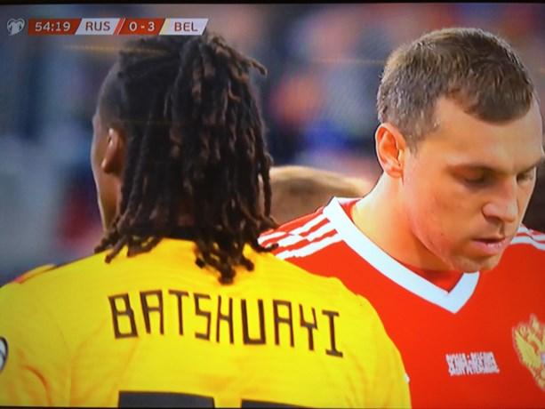 Oeps! Dedryck Boyata speelt plots met een shirt van Michy Batshuayi