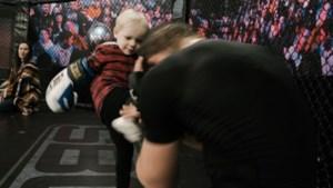 Te schattig: Conor McGregor Junior (2) traint nu al met papa in de octagon