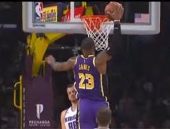 Celtics en Lakers blijven aan kop, LeBron James pakt uit met monsterlijke dunk