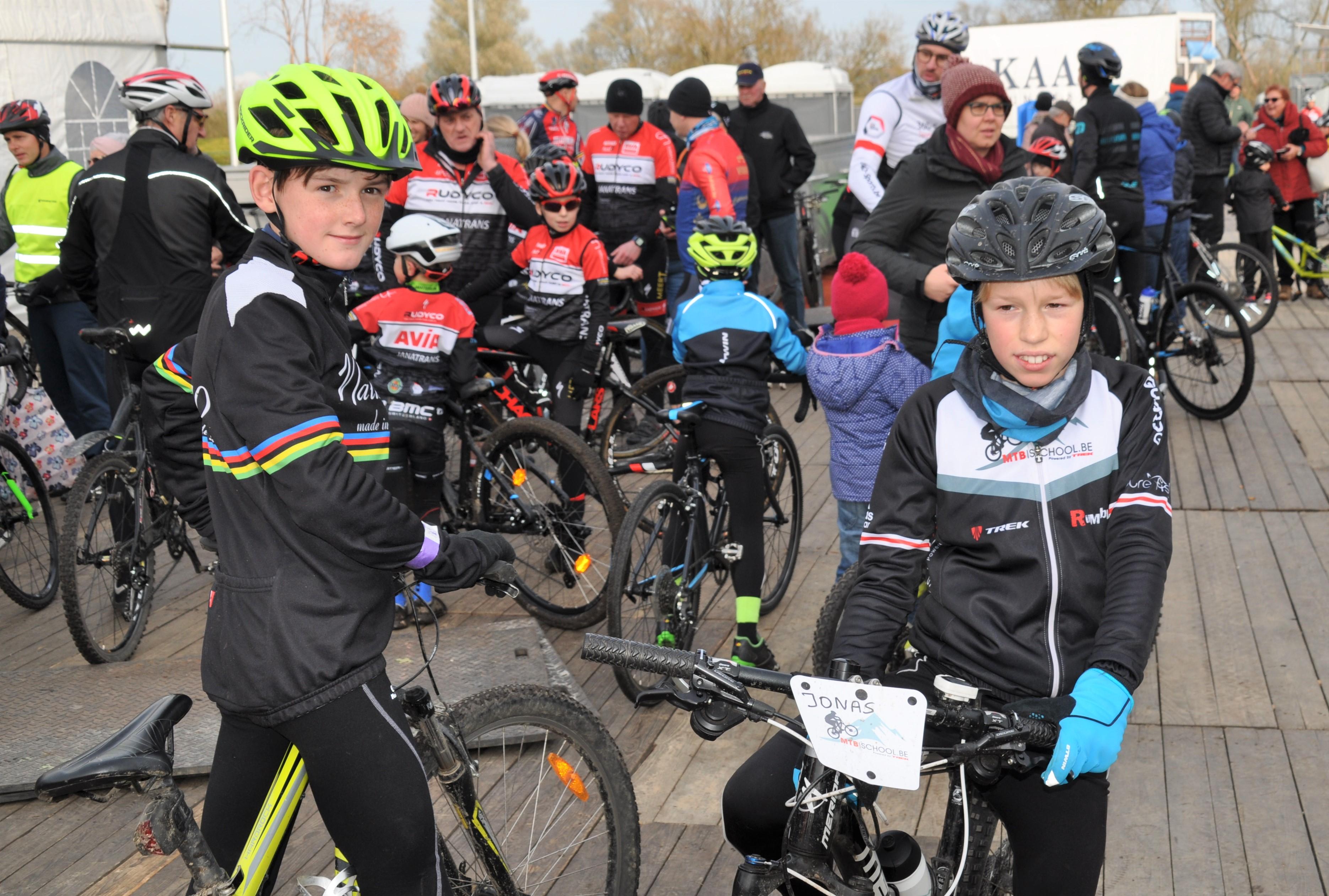 Bijna 200 kinderen verkennen omloop Flandriencross (Hamme) - Het Nieuwsblad