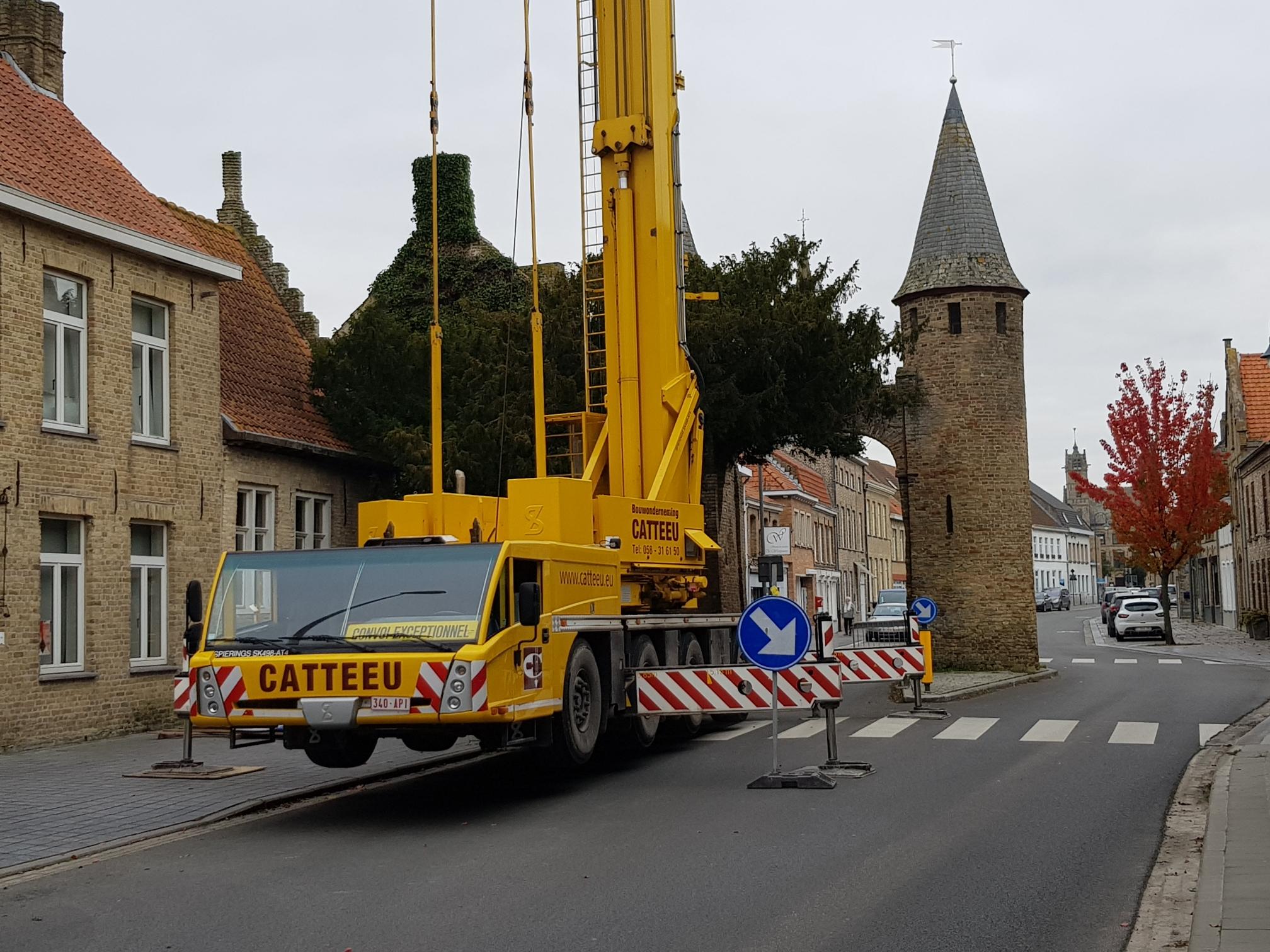Herstellingswerken aan torens van Westpoort in Lo (Lo-Reninge) - Het Nieuwsblad