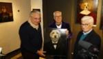 Laurent <I>strikes again</I>: de rebelse prins spot met Antwerpenaren terwijl hij kunstwerk aanschaft in Delphine Boël-galerie
