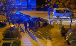 Politie betrapt 10 personen in kleine stadsauto