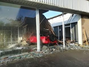 Toonzaal garage ingestort in Lokeren: schade loopt in de tienduizenden euro