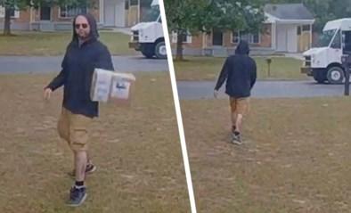Pakjesbezorger in opleiding laat zich al meteen opmerken door erg nonchalant gedrag tijdens levering