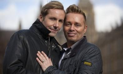Ze waren het eerste homokoppel dat vader werd in het Verenigd Koninkrijk, 20 jaar later is een van hen samen met de ex van hun dochter